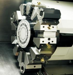在加工箱体,型腔,模具零件中,同规格的数控铣床和加工中心都能满足